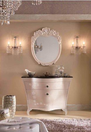 Классическая мебель для ванной комнаты BMT LILIUM - цветы и темный мрамор.